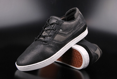 Globe Comanche Sneaker Distressed Black Shoe