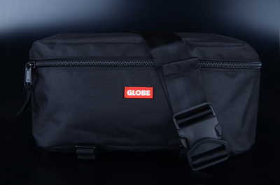Globe Bar Shoulder Pack Black Umhängetasche