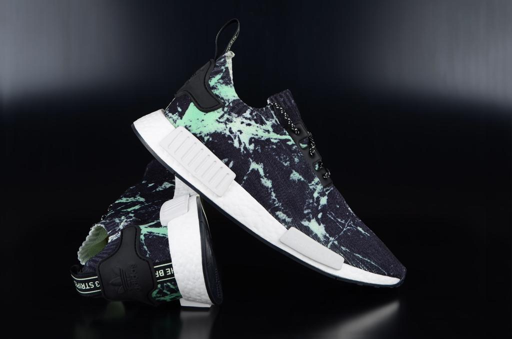 Adidas NMD R1 Primeknit Core Black White Green Sneaker