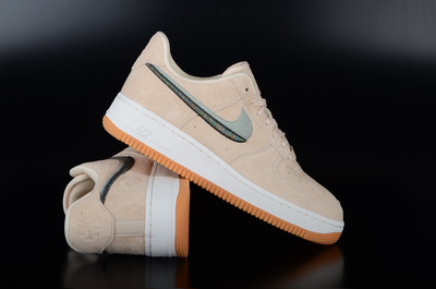 Nike Wmns Air Force 1 `07 Lux Guava Ice Sneaker